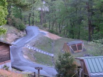 丘へ続く細い道.JPG